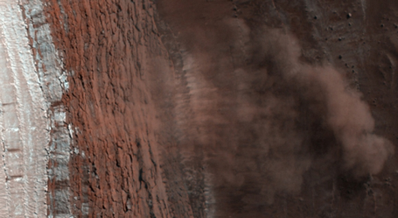 A Mars Avalanche, taken by NASAs HiRISE instrument on the Mars Reconnaissance Orbiter (Credit: NASA/HiRISE)