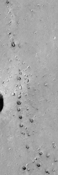The whole range of secondary impact craters in Chryse Planitia (NASA)