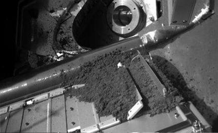 Mars dirt doesn\'t make it to the oven for testing (NASA/UA)