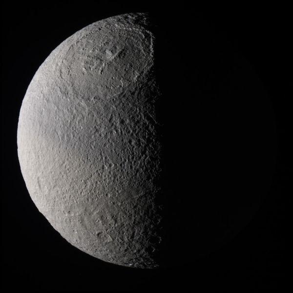 saturn�s moon tethys