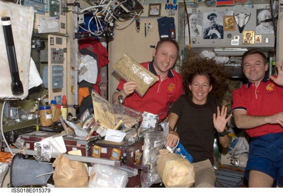 Astronauts Michael Fincke (left), Expedition 18 commander; Sandra Magnus and cosmonaut Yury Lonchakov, both flight engineers. Credit: NASA 