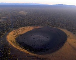 &quot;Hole in the Ground&quot; a Maar in Oregon. 