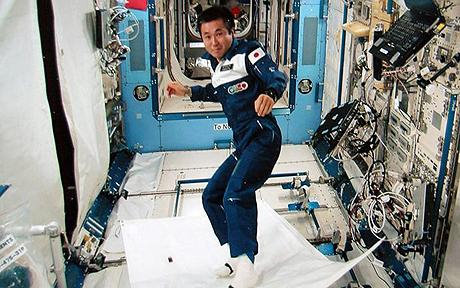 Japanese astronaut Koichi Wakata demonstrating a 'magical flying carpet' Photo: GETTY