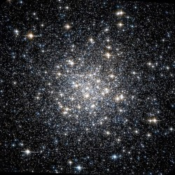 Messier_56_Hubble_WikiSky