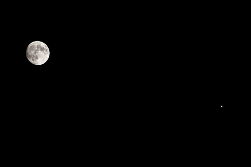The waxing Gibbous Moon and the planet Jupiter in the southeastern sky. They are separated by 4 degrees in the sky. Credit:  Kevin Jung