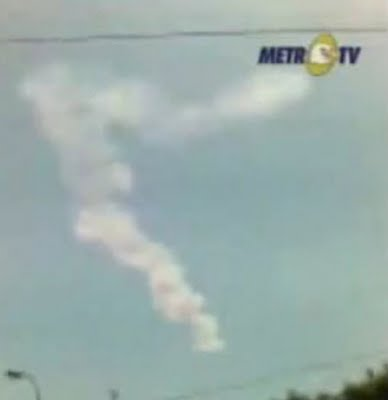 The dusty tail as a result of an asteroid explosion over Bone, Indonesia on October 8th.