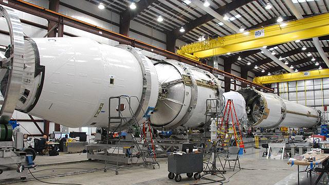 hangar spacex falcon 9 - photo #18