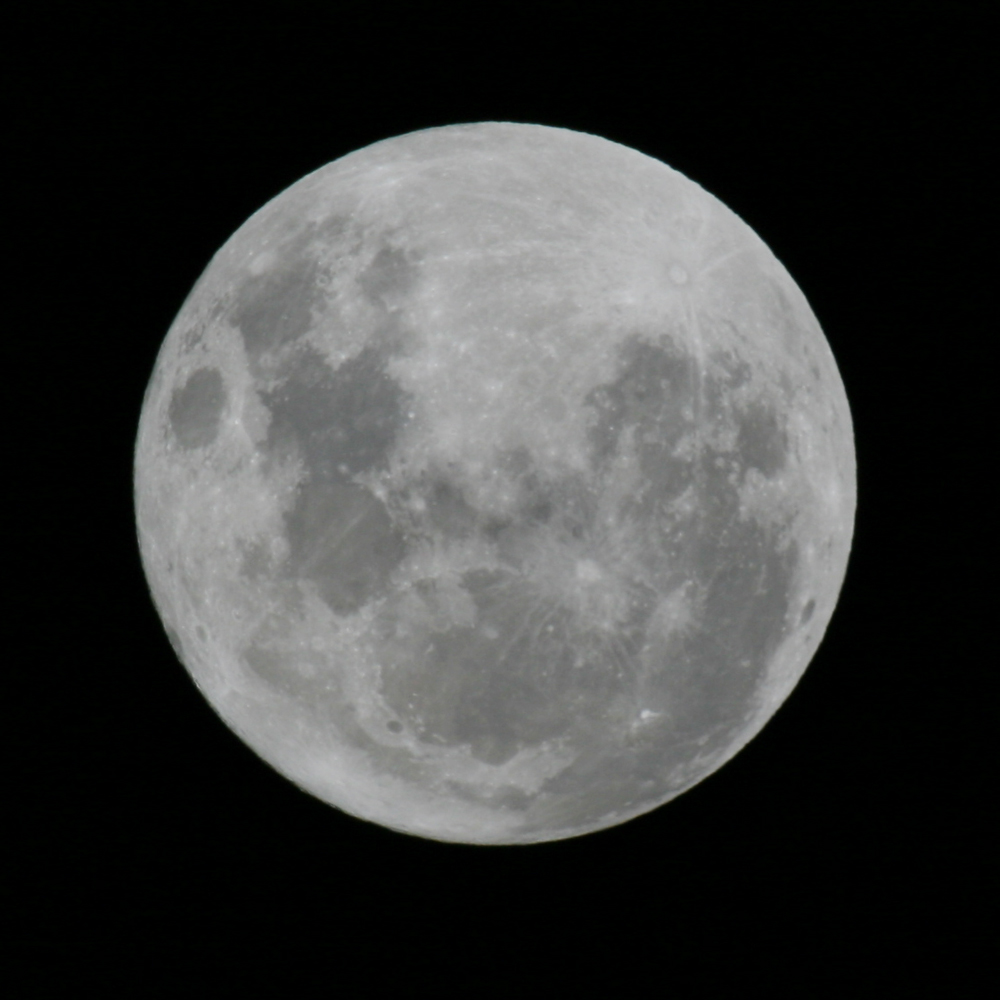 """Mooning Over New Missoni: Your Pictures Of The """"Super"""" Full Moon"""