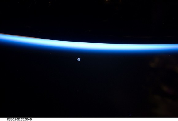 what does the space station look like from earth - photo #7
