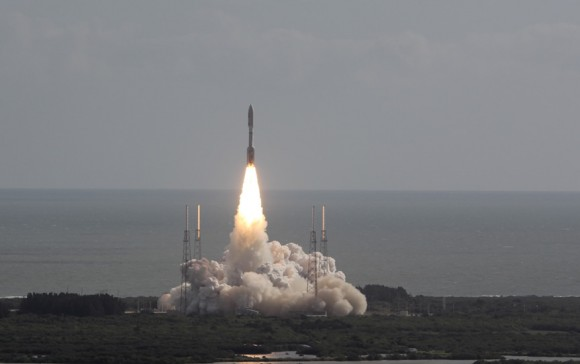 Curiosity rover launches to Mars atop Atlas V rocket on Nov. 26, 2011 from Cape Canaveral, Florida.  Credit: Ken Kremer