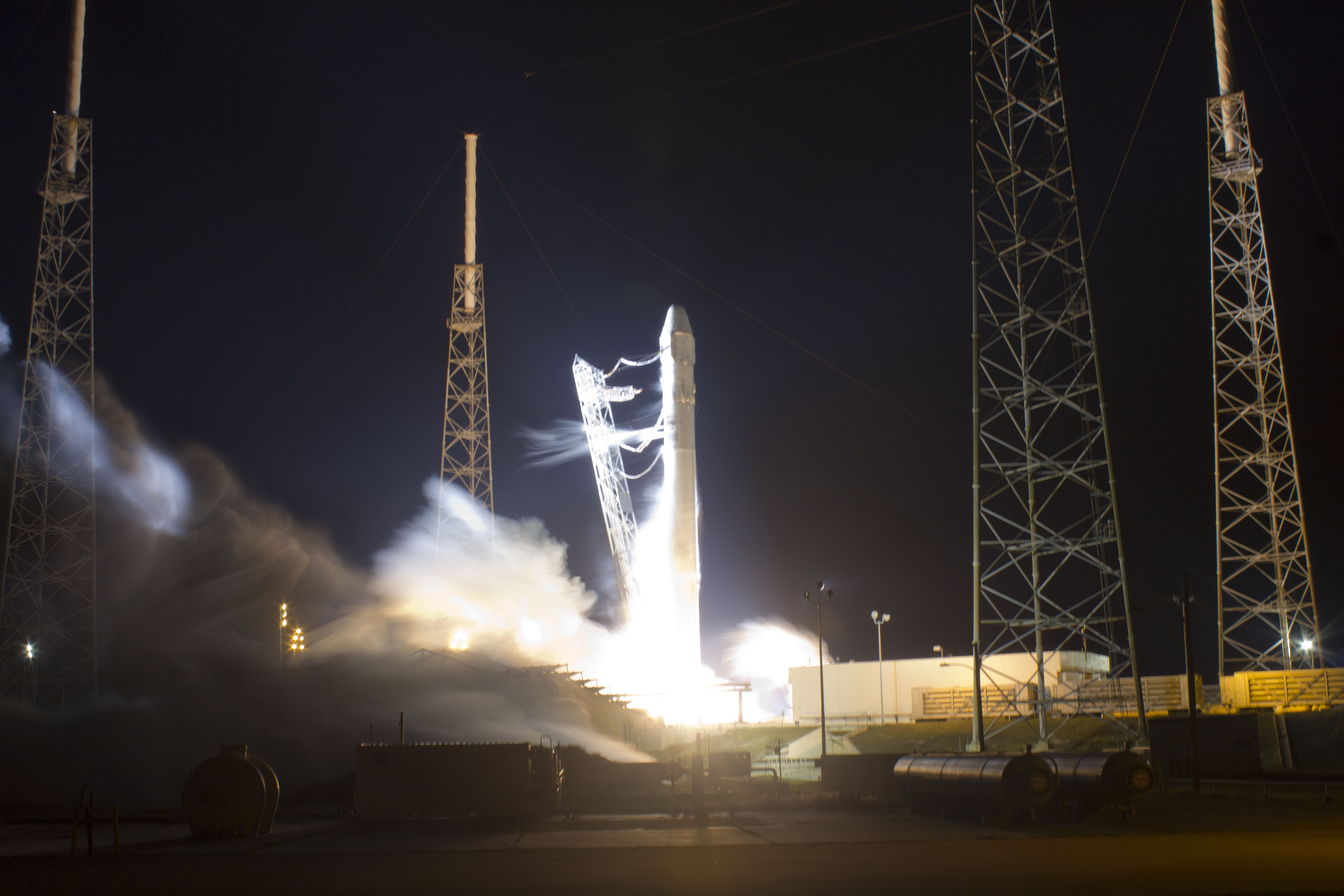 SpaceX Engineers Race to Repair Engines for May 22 Launch