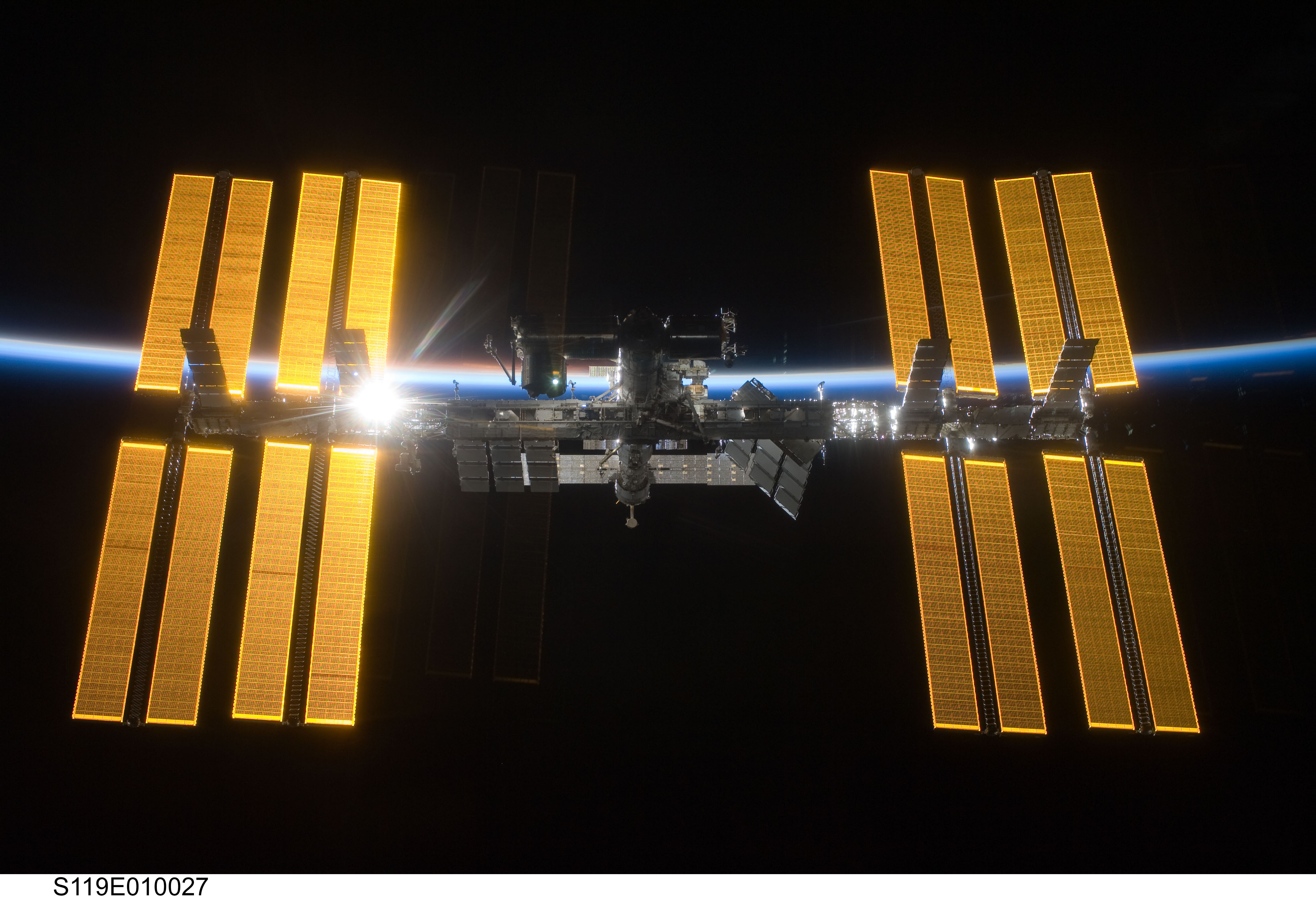 solar powered space station - photo #1