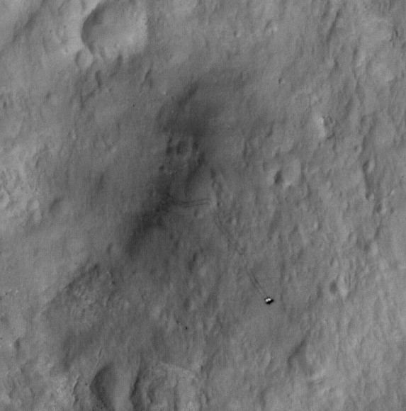 Curiosity rover tracks seen from orbit by HiRISE on September 8, 2012. Credit: NASA/JPL/University of Arizona.