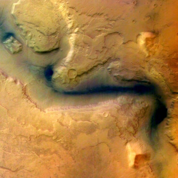 One of the first images taken by Mars Express in 2004 of Reull Vallis. Credit: Credit: ESA/DLR/FU Berlin (G. Neukum)