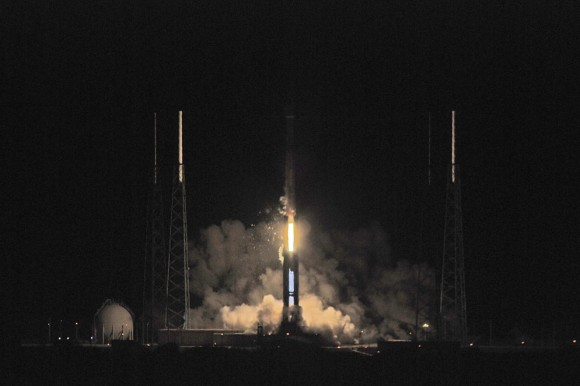 The Atlas rocket clears the utility tower.  Credit: John O&#039;Connor/nasatech.