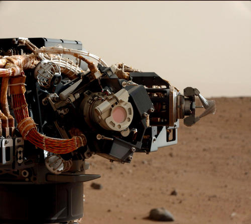 Camera and brushes on Curiosity&#039;s Arm as Seen by Camera on Mast. Image credit: NASA/JPL-Caltech/MSSS 