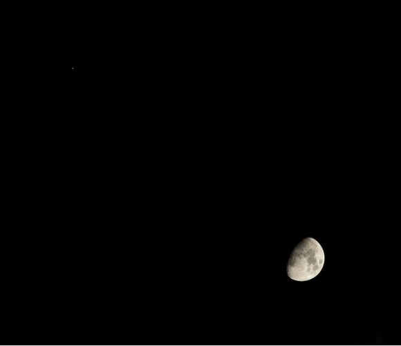 Jupiter and the Moon over London, England on January 21, 2013. Credit and copyright: Sculptor Lil on Flickr.