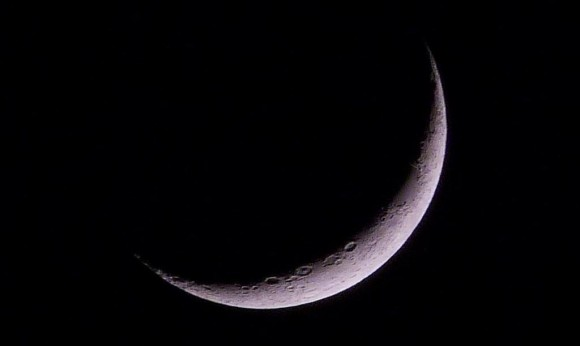 The crescent Moon -- the 'easy way' -- a hand-held camera, no tripod, just Lumix DMC-FZ48 at max. optical zoom. Credit and copyright: Daniel Fischer.