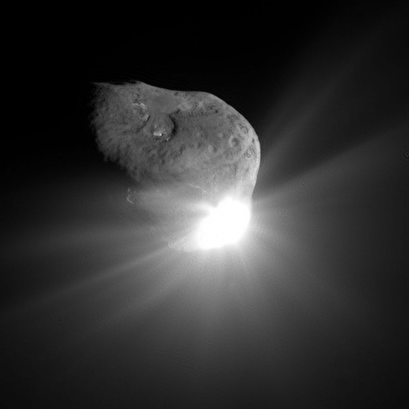 NASAs Deep Impact images Comet Tempel 1 alive with light after colliding with the impactor spacecraft on July 4, 2005.  ESA and NASA are now proposing the AIDA mission to smash into Asteroid Didymos.  CREDIT: NASA/JPL-Caltech/UMD