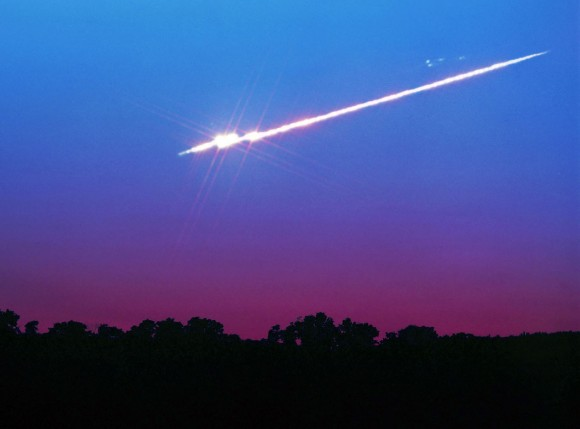Bright fireball breaking up over Yellow Springs, Ohio. Credit: John Chumack