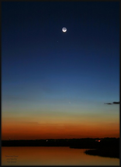 Comet PANSTARRS and a 5% illuminated Moon on March 13, 2013. Credit and copyright: Tavi Greiner.