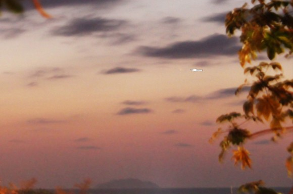Comet PANSTARRS from Puerto Rico on March 10, 2013. Credit and copyright: Efrain Morales.