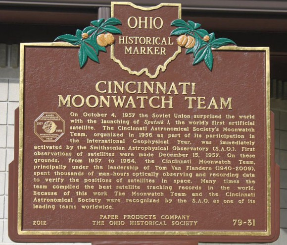 Cincinnati plaque commemorating Operation Moonwatch. (Brian Van Flandern Public Domain image).