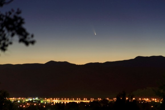Comet L4 PANSTARRS setting over Brindabella Ranges to the west of Canberra, Australia on March 5, 2013. The photo gives a good idea of the naked eye of the comet. Credit: Vello Tabur