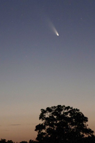 Comet C/2011 L4 PANSTARRS photographed with a 200mm telephoto lens over Bridgetown, Western Australia on March 3. Credit: Jim Gifford