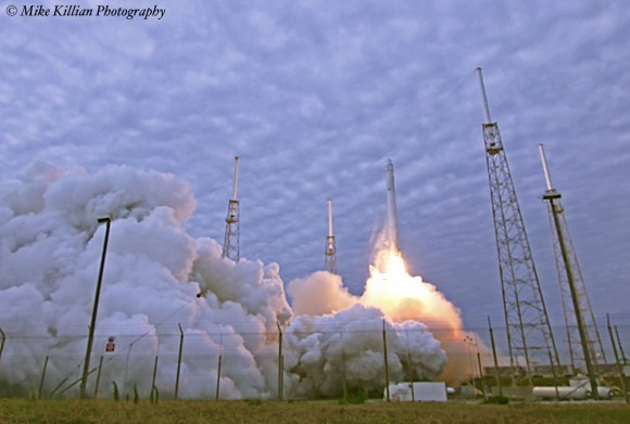 Falcon 9 SpaceX CRS-2 launch on March 1, 2013.  Credit: Mike Killian/www.zerognews.com