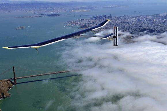 The Solar Impulse airplane flies over the Golden Gate Bridge on April 23, 2013. Credit: Solar Impulse.