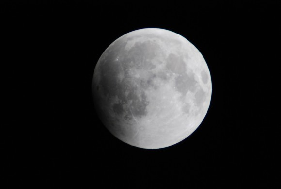 The very early partial phase of the 2010 December solstice total lunar eclipse. This week's shallow eclipse will appear similar at its maximum. (Photo by author)