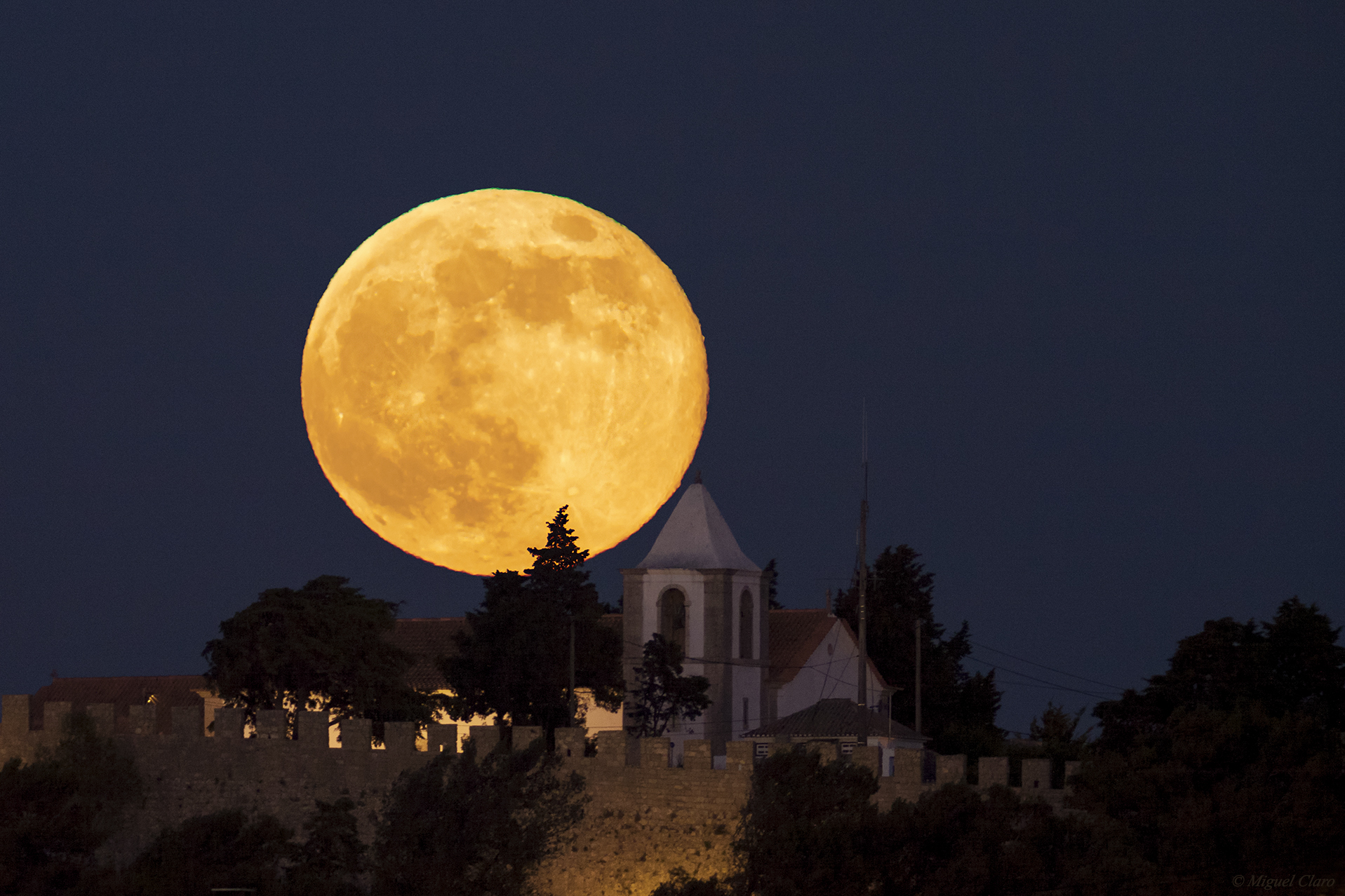 Super Moon' Images from Around the World, June 2013