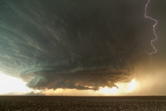 An impressive, gorgeous, powereful supercell northwest of Booker, Texas from June 3rd, 2013. Credit and copyright: Mik