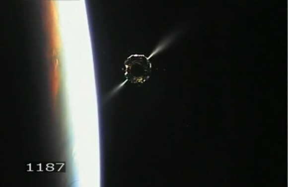 Spectacular view of Chang'e 3 thruster firings after separation from upper stage with Earth in the background. Credit: CCTV