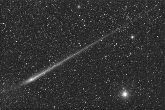 Comet L4 PanSTARRS bizarre beam-like appearance on May 28 near the time of orbital plane crossing. Credit: Michael Jaeger