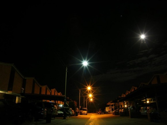 The MiniMoon versus streetlights as seen from Nueva Casarapa, Venezulua. Credit: Jose Mauricio Rozada (@jmrozada)