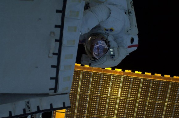 Astronaut Rick Mastracchio works outside the International Space Station during a spacewalk on Dec. 24, 2013. Credit: NASA