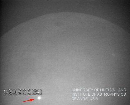 An image of the flash resulting from the impact of a large meteorite on the lunar surface on 11 September 2013, obtained with the MIDAS observatory. Credit: J. Madiedo / MIDAS