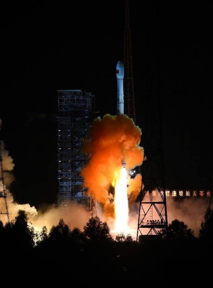 Liftoff of the unmanned Chang'e 5 T1 lunar spacecraft atop a Long March-3C rocket from the Xichang Satellite Launch Center in China on Oct. 24, 2014, BJT (Oct. 23 EDT).  Credit: Xinhua/Jiang Hongjing