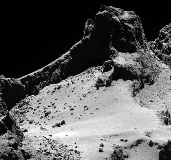 Dust-covered, boulder-strewn landscape on the smaller of the two lobes of Comet 67P/Churyumov-Gerasimenko taken from a distance of 5 miles (8 km). Credit: ESA/Rosetta/MPS for OSIRIS Team MPS/UPD/LAM/IAA/SSO/INTA/UPM/DASP/IDA