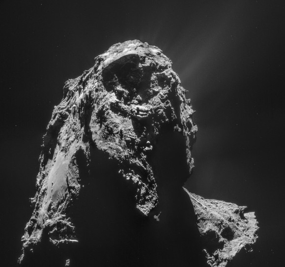Four-image mosaic of 67P/Churyumov-Gerasimenko acquired on Jan. 16, 2015 (ESA/Rosetta/NAVCAM – CC BY-SA IGO 3.0)