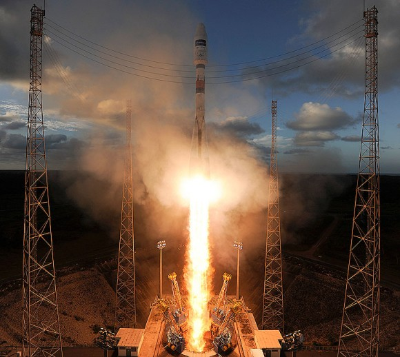 A Soyuz-2 rocket lifts off from Kourou on April 3, 2014, with Sentinel-1A satellite. Credit: ESA