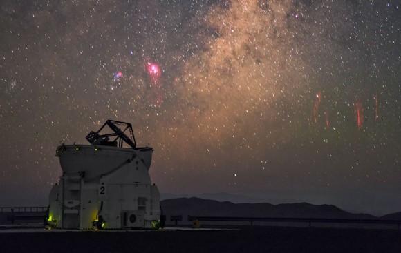 Distant sprites (right) captured from ESO's VLT by Photo Ambassador Petr Horálek. (P. Horálek/ESO)