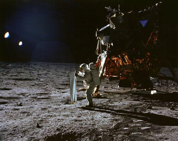 apollo 11 moon landing an interactive space exploration adventure - photo #13