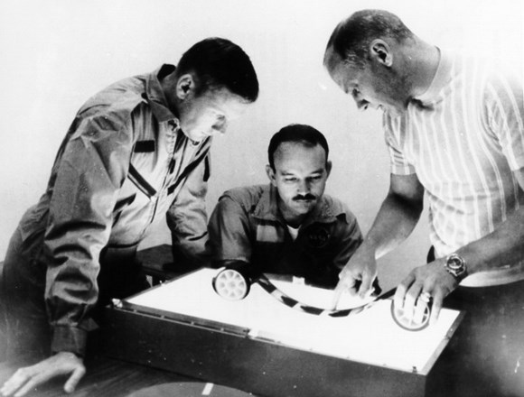neil armstrong was left handed - photo #41