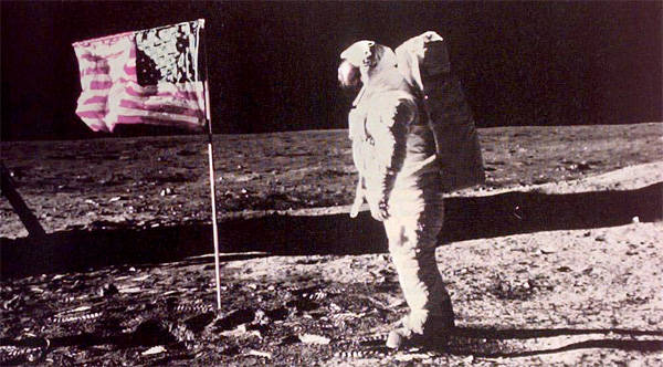 neil armstrong first astronaut on the moon - photo #23