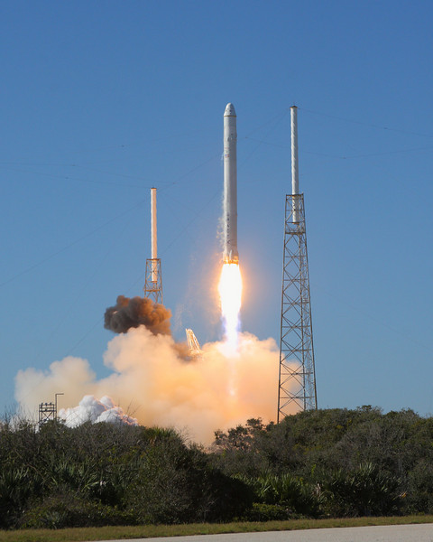 SpaceX successfully launches Falcon 9 carrying Dragon ...
