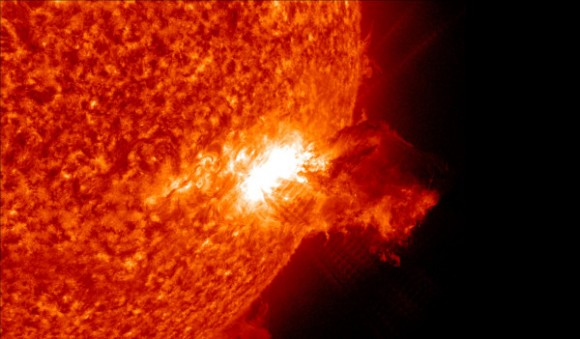 A normal view for SDO: This is the peak of a M2.5 class solar flare, which propelled plasma into space on June 7, 2011.  Credit: NASA/ Solar Dynamics Observatory,