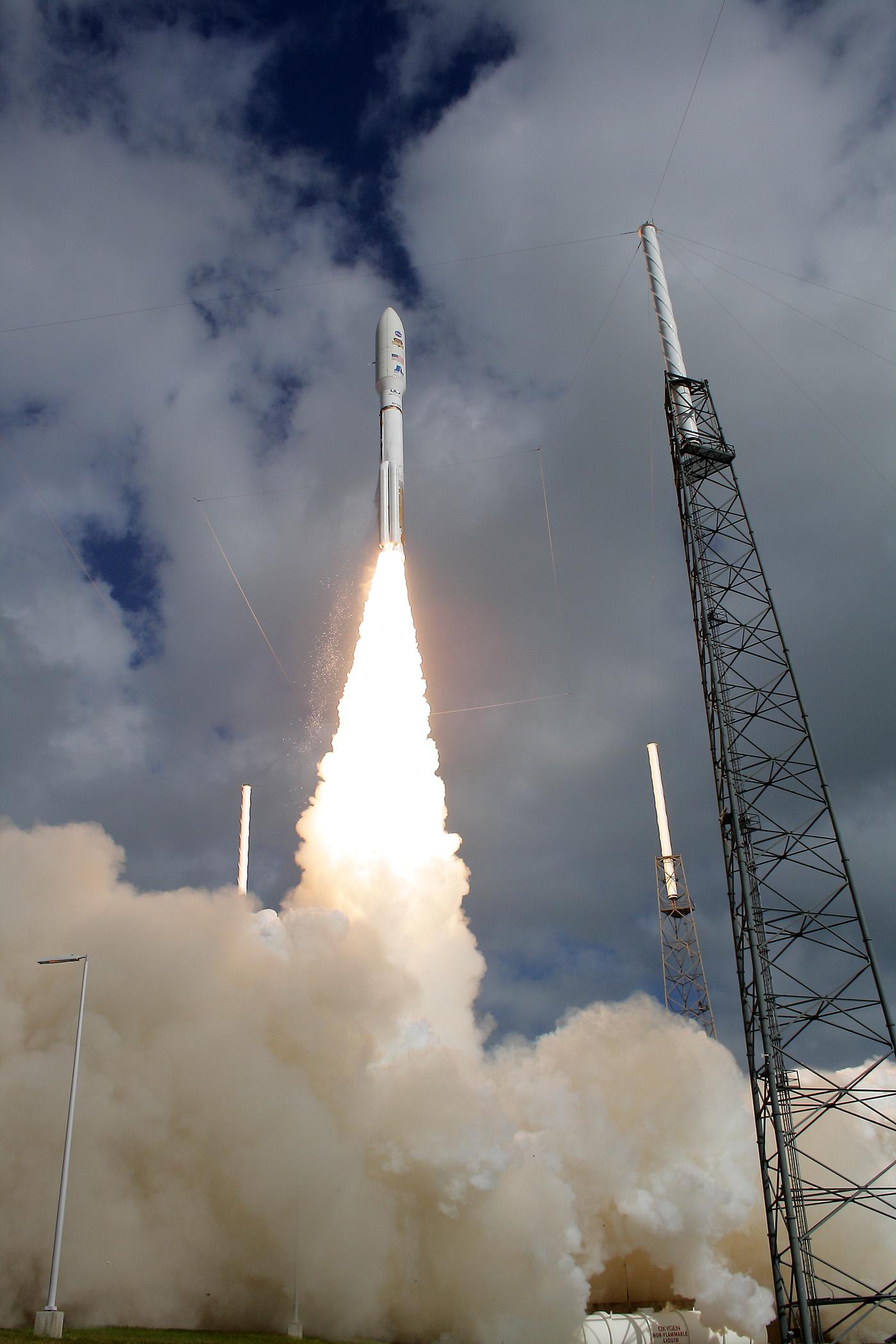 Crucial Rocket Firing Puts Curiosity on Course for Martian ...